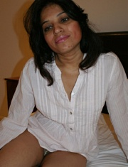 Pic gal 018. Kavya exposing herself off in night suit